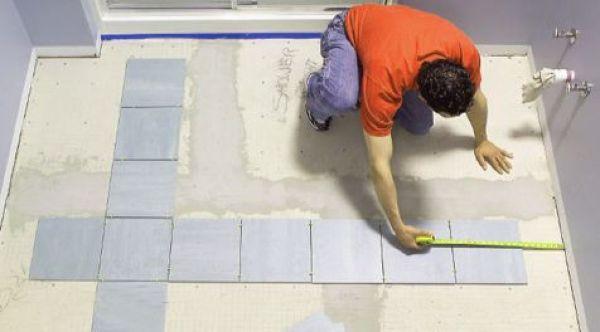 Укладка плитки на пол начинается с центра комнаты