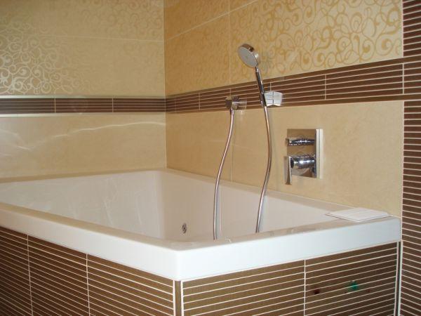 Прекрасным вариантом для ванной являются стеновые панели под плитку