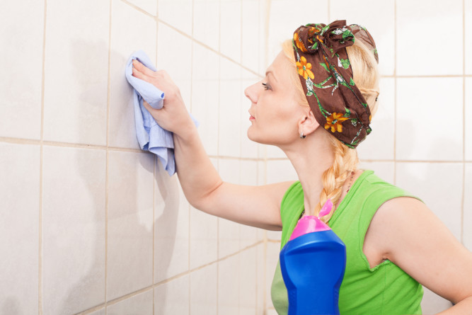 Уход за кафелем в ванной комнате