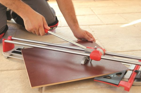 Ручной плиткорез предназначен для домашних работ небольшого объема