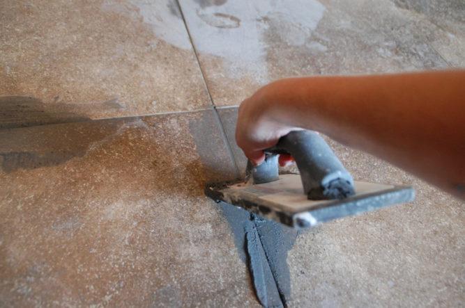 Выравнивание межплиточных швов на полу