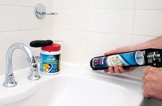Герметизация шва между ванной и плиткой