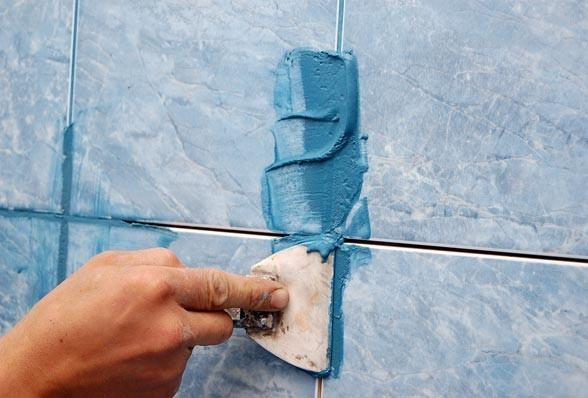 Фугирование швов резиновым шпателем