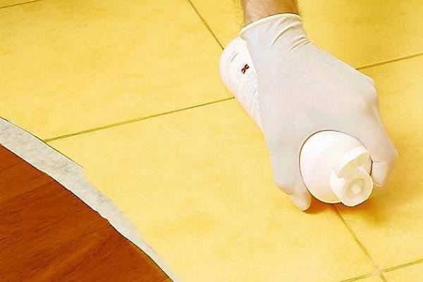 Как замазать швы между плиткои